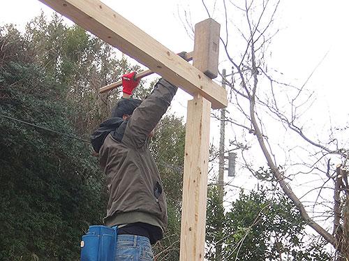 桁と柱をホゾで収める 格安簡単小屋の作業 小屋大全