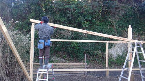 1人で桁を乗せる方法 格安簡単小屋の作業 小屋大全