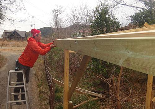 鼻隠し2×6材の設置 格安簡単小屋の作業 小屋大全