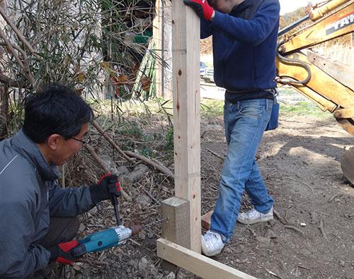 柱を立てる 格安簡単小屋の作業 小屋大全
