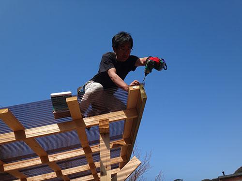波板の固定方法(コーナー部の補強) 格安簡単小屋の作業 小屋大全