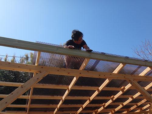 波板の固定方法(波板の継ぎ方) 格安簡単小屋の作業 小屋大全