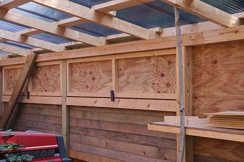 壁の仕上げと換気窓1 格安簡単小屋の作業 小屋大全