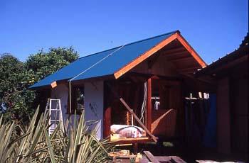 建築中の小屋